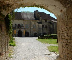 画像に alt 属性が指定されていません。ファイル名: 修道院1-300x249.jpg