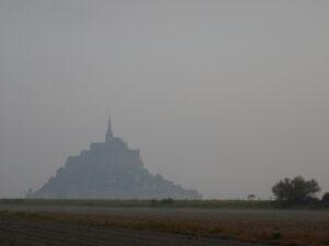 画像に alt 属性が指定されていません。ファイル名: 朝靄のモンサンミッシェル-300x225.jpg