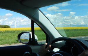 画像に alt 属性が指定されていません。ファイル名: 車内からの田園風景2-300x192.jpg